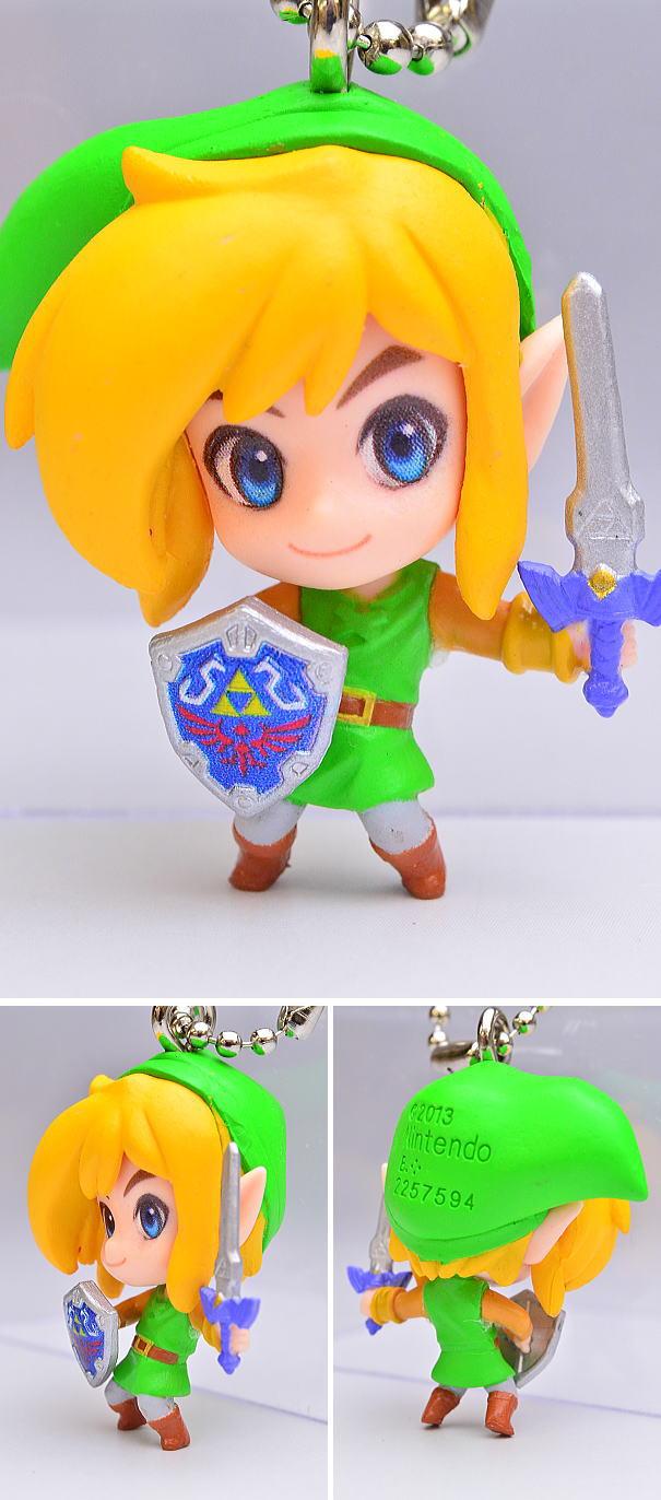 Bandai Triforce of the Gods 2 The Legend of Zelda Key chain Link Swing Figure
